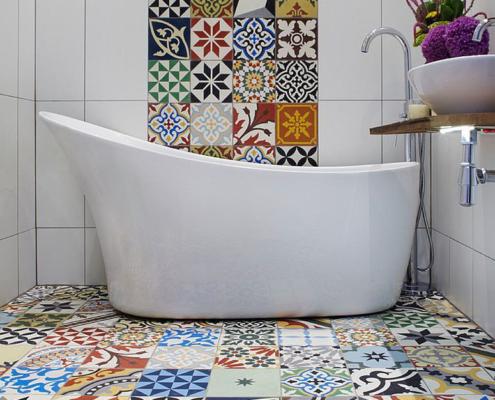2018 bathroom trends bold flooring